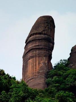 阳元石:位于广东省仁化县丹霞山风景区,锦江之西,玉女峰旁,高28米