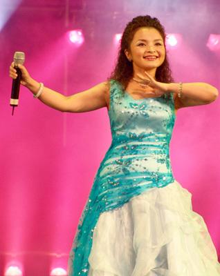 2作词 3编曲 4演唱歌手 5歌词及歌谱 歌名 维吾尔族民歌《一杯美酒》